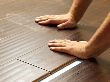 sàn nhựa giả gỗ dán keo cần chú ý khi lắp đặt