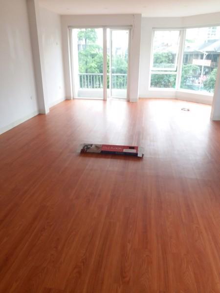sàn nhựa giả gỗ phù hợp khí hậu Hà Nội
