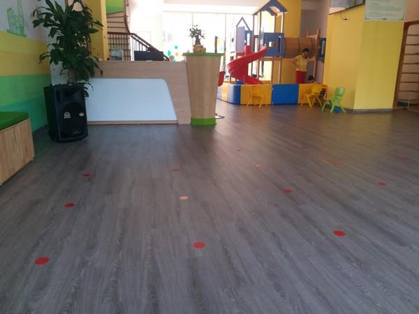 mua sàn nhựa giả gỗ ở Hoà Bình 1