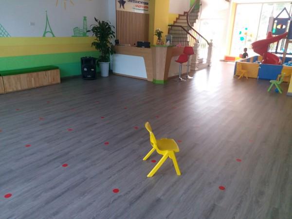 mua sàn nhựa giả gỗ ở Hoà Bình