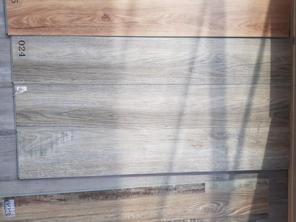 sàn nhựa giả gỗ dán keo phù hợp với nhiều công trình